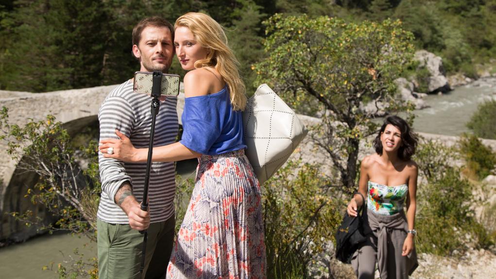Oltári baki: ez a szezon legjobb filmje egy tikkadt nyárestére