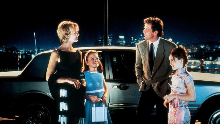 Képkocka az Apád-anyád idejöjjön című filmből, két gyerekkel
