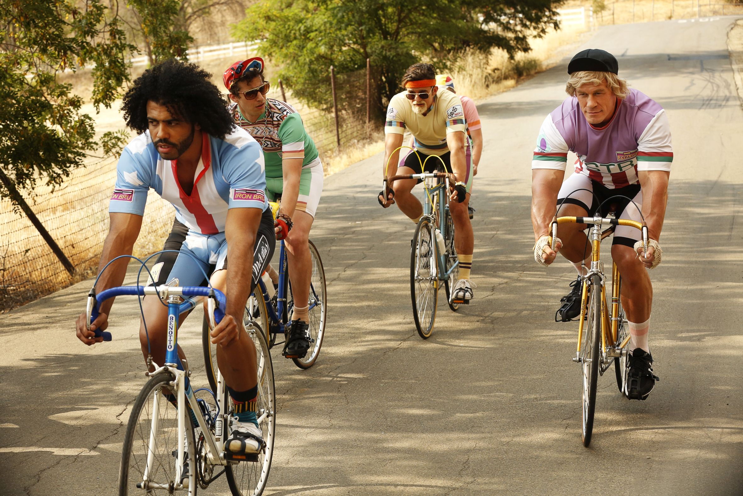 Lance Armstrong önmaga paródiájaként jelenik meg A dopping útjában