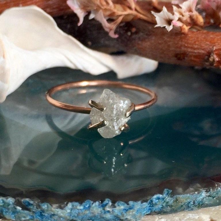 Csiszolatlan gyémántokból lett a legújabb eljegyzési gyűrű-trend