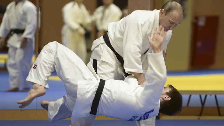 Vlagyimir Putyin cselgáncsozik