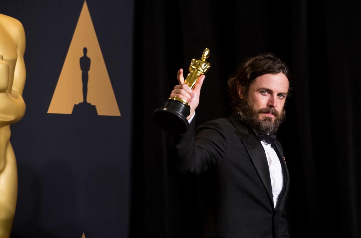 Casey Affleck a legjobb férfi szerepért járó Oscar-díjjal (Fotó: Profimedia)