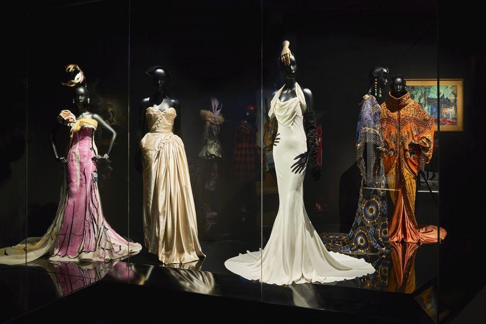 Hatalmas kiállítás nyílt Párizsban 70 év Dior ruháiból