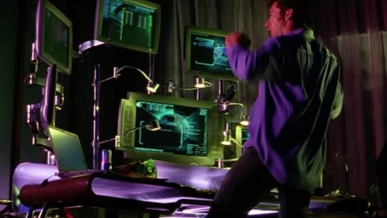 Hugh Jackman mint hacker a Kardhal című filmben (forrás: InterCom)