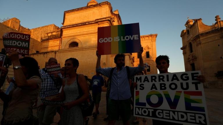 Európa legvallásosabb országa is legalizálta a melegházasságot
