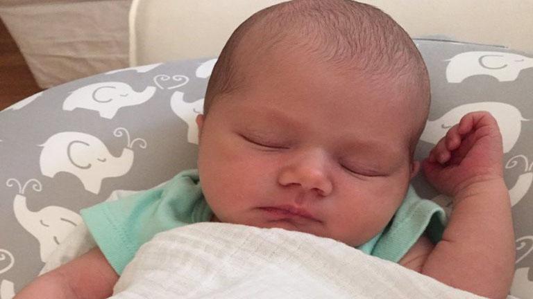 137 év után először született kislány a családba