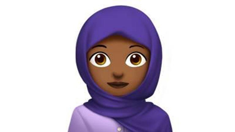16 éves lány harcolta ki a hidzsábos emojit