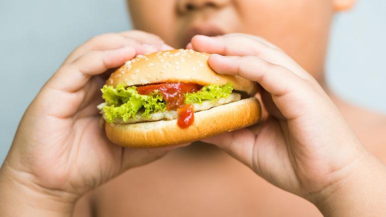 Túlsúlyos gyerekek: Ha az anya súlyfelesleggel küzd, akkor a lányának tízszeres az esélye az elhízásra