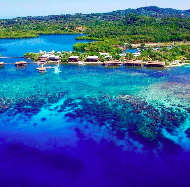 10 káprázatos nyaralóhely, ahol vízre épült bungalókban lazíthatsz
