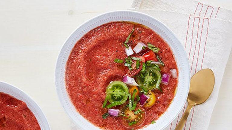 15 perces gazpacho uborkával és kaliforniai paprikával