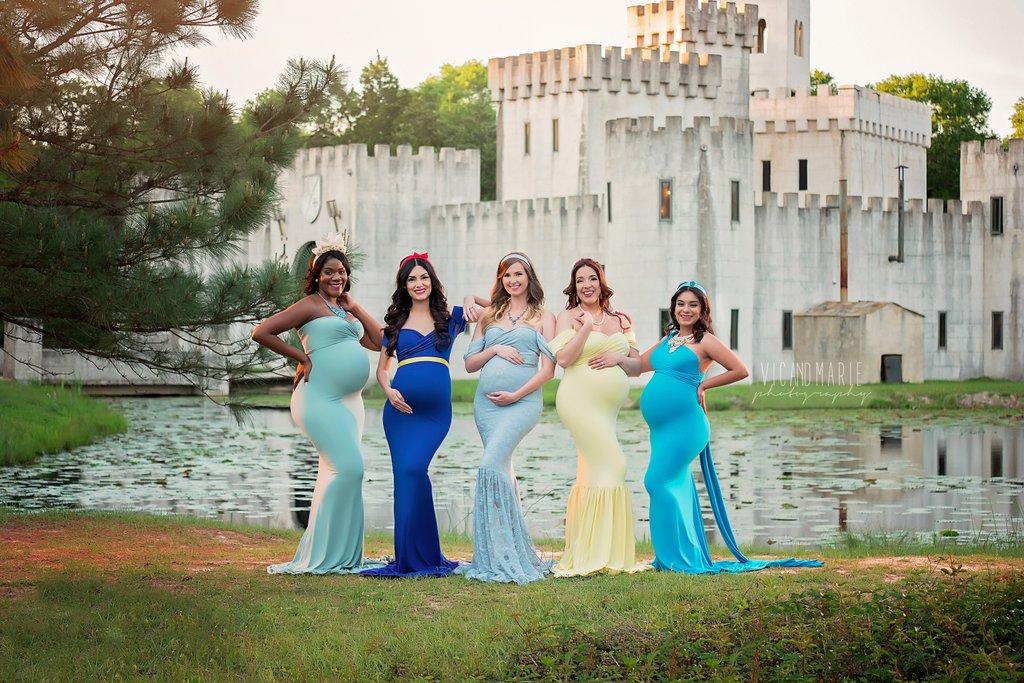 Elbűvölő fotósorozaton pózolnak a Disney-hercegnőknek öltözött kismamák