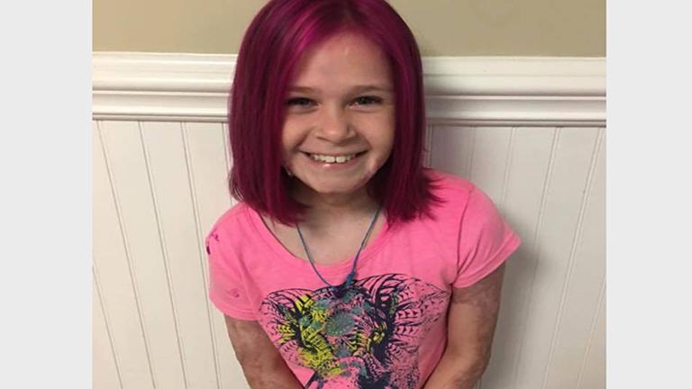 Ez az anyuka megengedte, hogy kislánya rózsaszínre fesse haját, és nagyon jó oka volt rá
