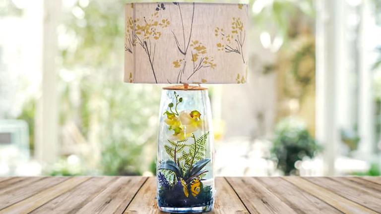 Csdoaszép apró kertek lámpákba rejtve