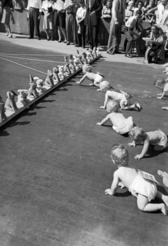 Íme a világ legbizarrabb és leglassabb babaversenye