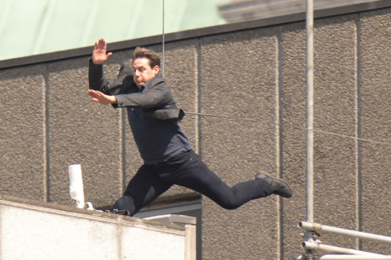 Tom Cruise ugrása szerencsétlenül végződött, a színész a falnak csapódott