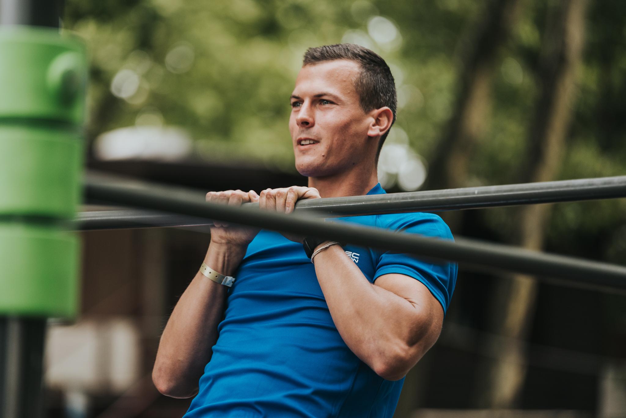 Baji Balázs beállt egy street workout edzésre a siófoki Fitt Plázson