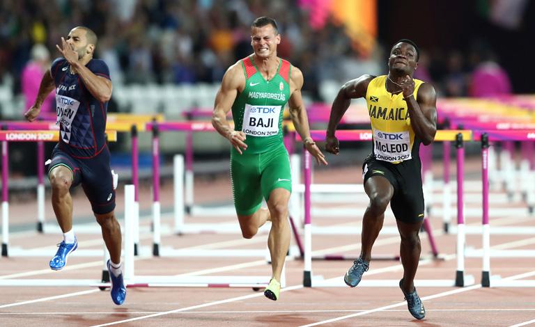 A francia Garfield Darien, Baji Balázs, és a jamaikai Omar McLeod a célnál (Fotó: Getty Images)
