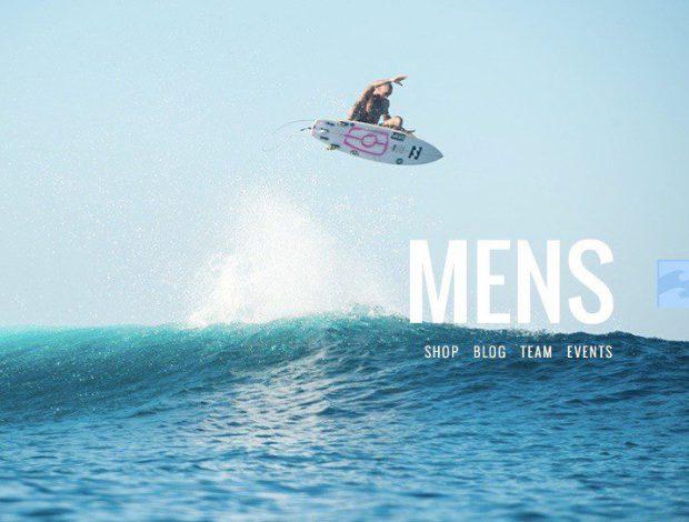 A férfiak szörföznek, a nők csak a melleiket barnítják a tengerparton