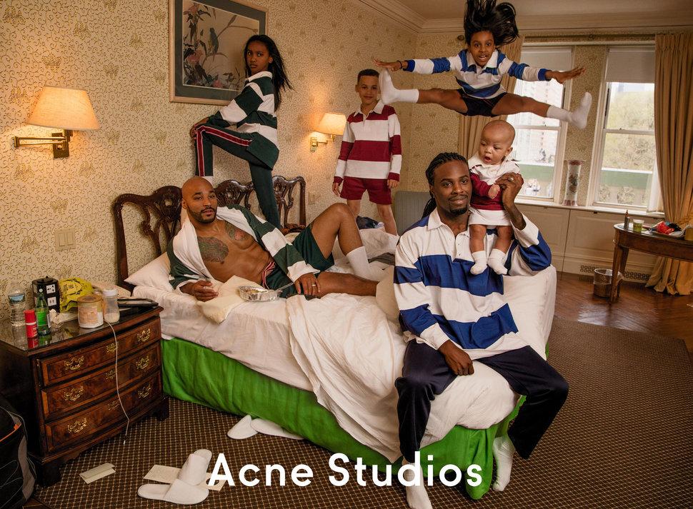 Ilyen még nem volt: meleg fekete apukák és gyerekeik lettek a menő divatmárka arcai