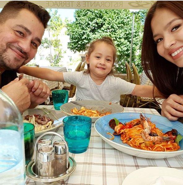 Caramel, szofi és Szilvi ebéddel ünnepeltek
