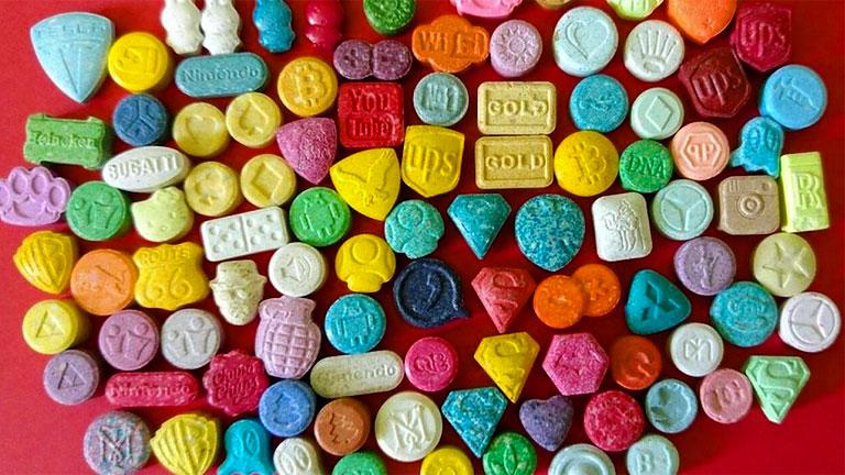 Az ecstasy-tablettákban az MDMA jellemzően más szennyező anyagokkal együtt van jelen (Fotó: Tumblr)