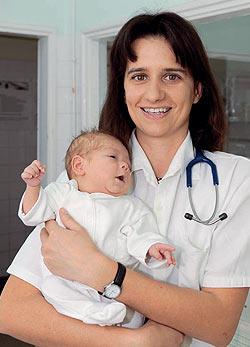 dr. Kovács Réka: Néhány éve elképzelhetetlen, hogy egy orvos ne legyen közvetlenül és azonnal elérhető. Ma már nincs hogy egy orvos ne legyen közvetlenül és azonnal elérhető. Ma már nincs hosszas tele