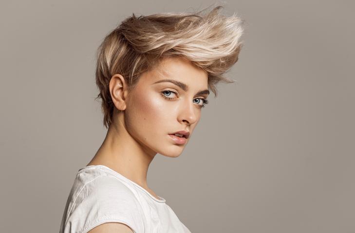 Női rövid haj vagány