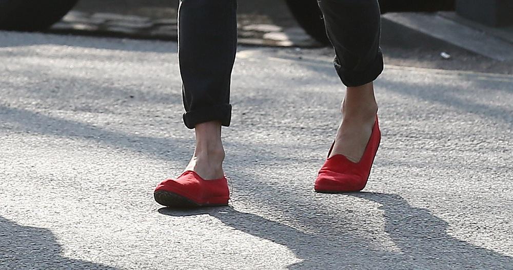 Kate Moss plimsoll cipőben