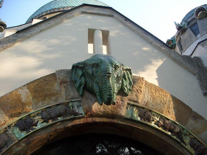 Az elefántház bejárata