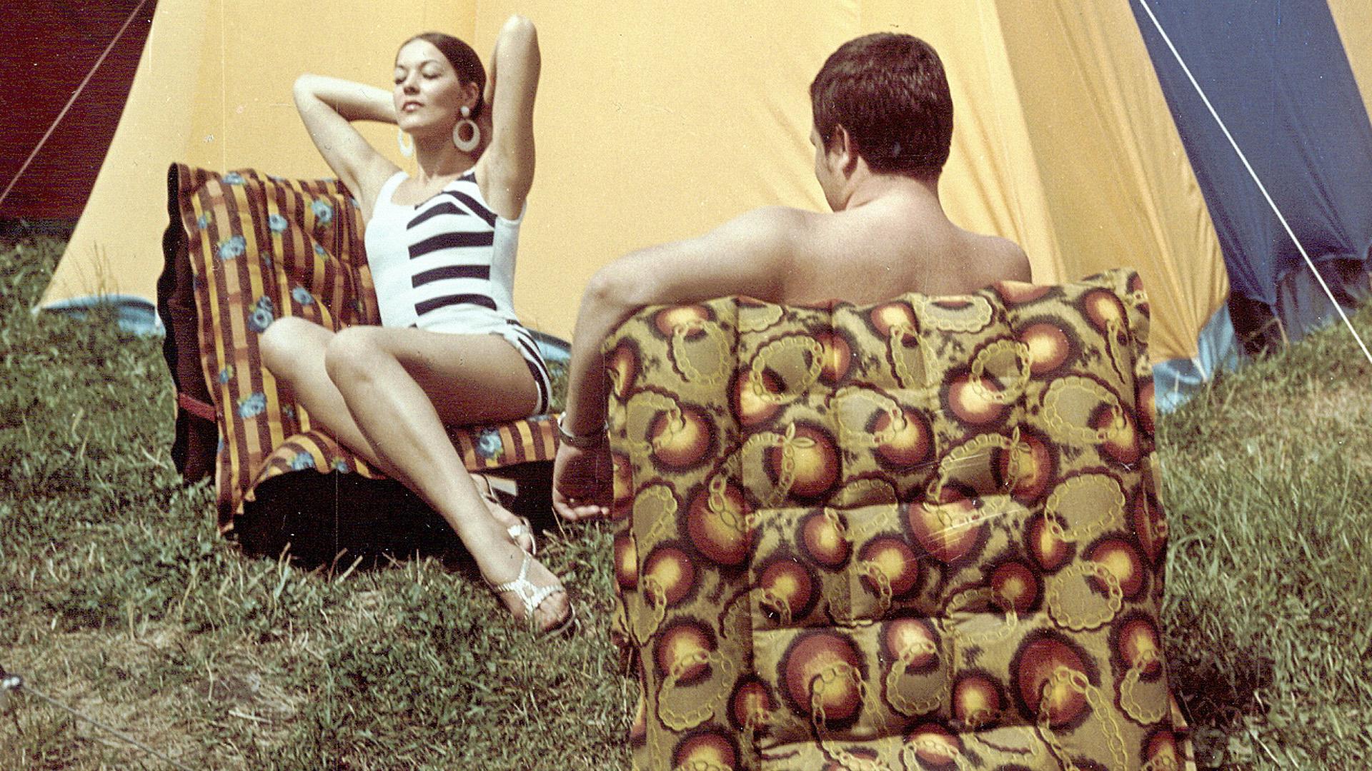 Árad az erotika a szocialista gumimatrac-fotókról