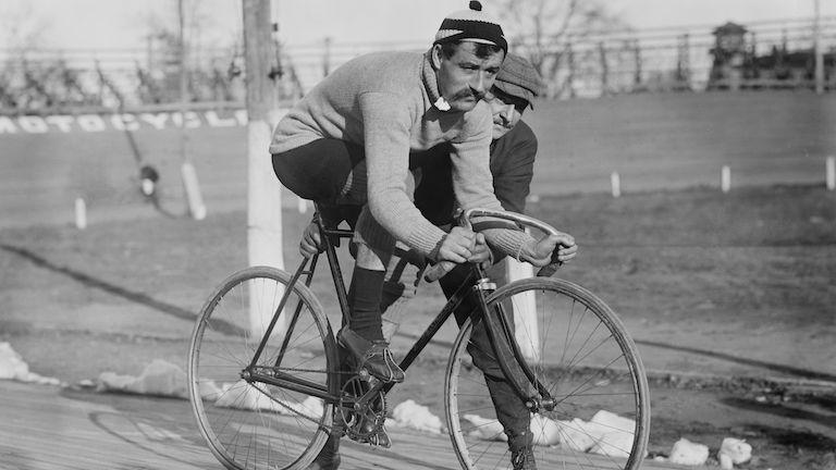 biciklis (forrás: Wikipédia)