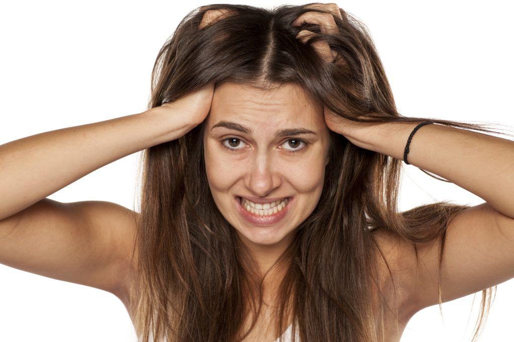 hogyan kezeljük a fejbőr pikkelysömörét a hajban pikkelysömörös körömre műköröm