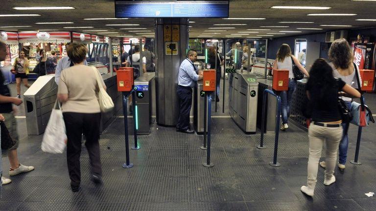 Utasok a metróban (fotó: MTI / Máthé Zoltán)
