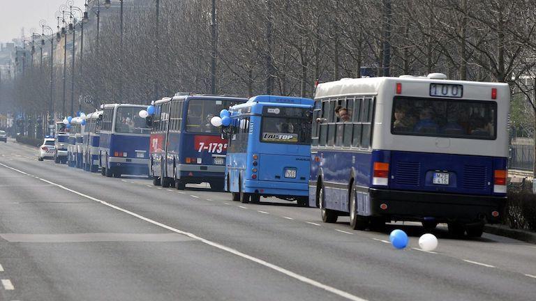 buszok (Fotó: MTI / Máthé Zoltán)