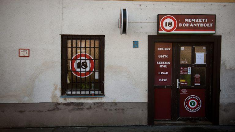 dohánybolt, pécs (MTI Fotó: Sóki Tamás)
