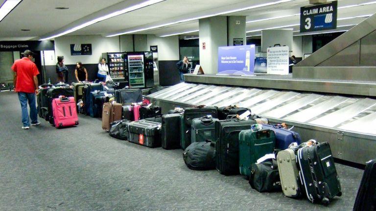 Poggyászok a reptéren (fotó: Flickr / Kenneth Lu)