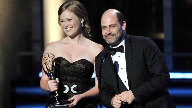 Kater Gordon és Matthew Weiner a Mad Menért kapott Emmy-díjjal, 2009-ben (fotó: Kevin Winter/Getty Images/AFP)