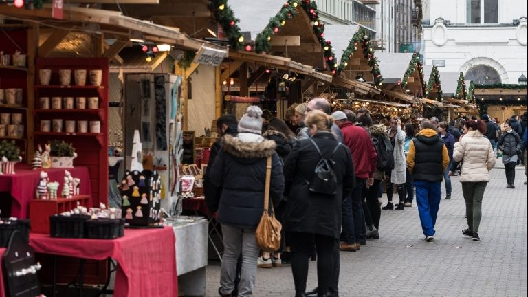 Karácsonyi vásár a Vörösmarty téren (MTI Fotó: Mónus Márton)