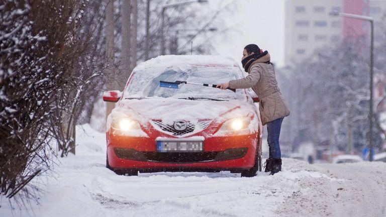 Autó, tél (fotó: MTI / Balázs Attila)