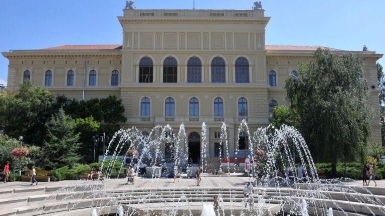A Szegedi Tudományegyetem központi épülete a Dugonics téren (forrás: MTI/Soós Lajos)