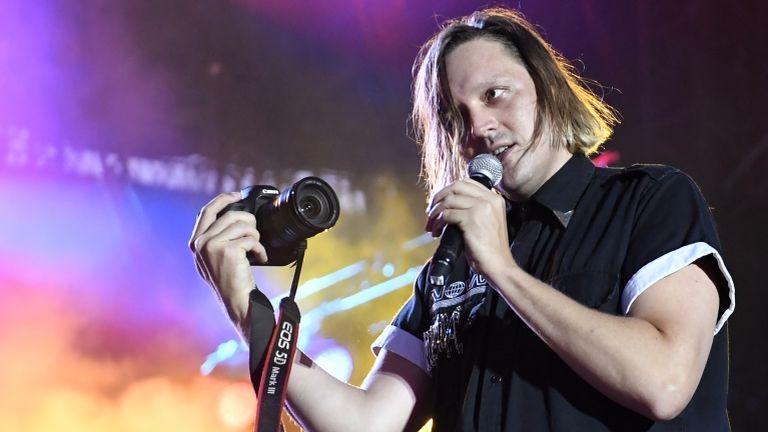 Win Butler, az Arcade Fire énekese 2017 júliusában (fotó: AFP / Fred Tanneau)