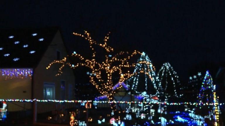 Karácsonyi fények Csákánydoroszlón (forrás: TV2)