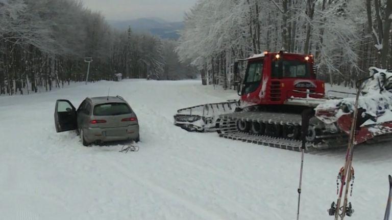 Az autó a Kékestetőn (forrás: TV2)
