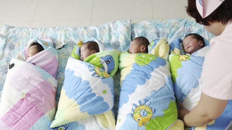 Újszülöttek a szülőszobán Kínában (fotó: Hu gaolei / Imaginechina)
