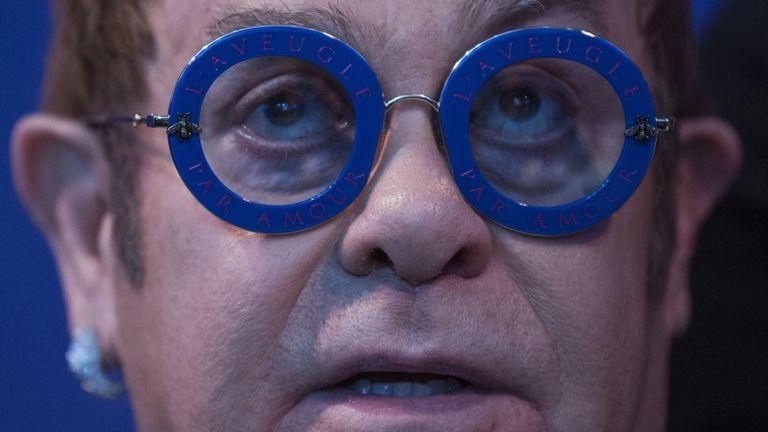 Elton John, énekes, szemüveg (fotó: AFP)