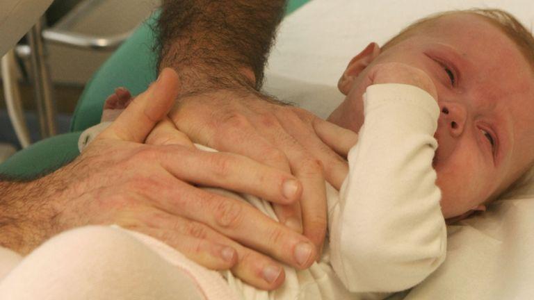 beteg baba (forrás: Mendil / BSIP)
