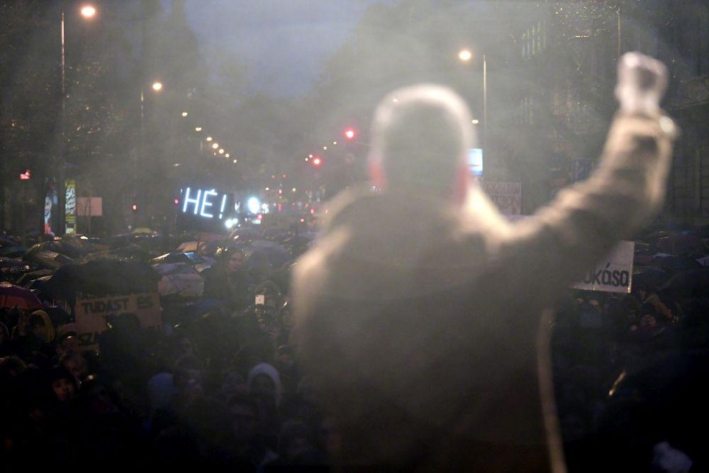 diáktüntetés, Parlament (fotó: MTI / Szigetváry Zsolt)