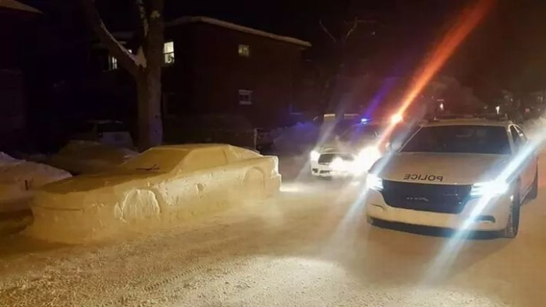 hó, autó, kanada (forrás: Maxim Tot via Buzzfeed)