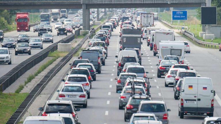 autó dugó sávlezárás autópálya