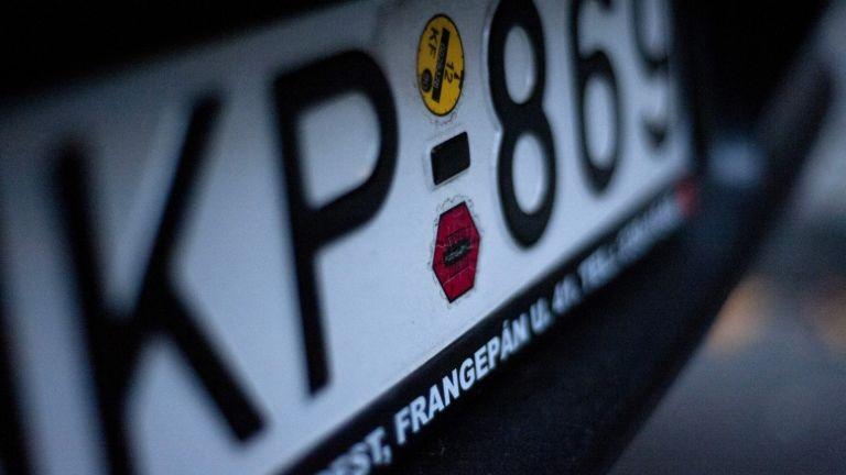 autó, rendszámtábla (fotó: MTI / Marjai János)